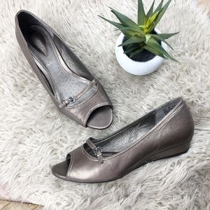 •CLARKS Artisan• Pewter Open-toe Slip-on Wedge
